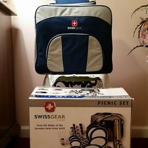 NWOT Swiss Gear Picnic Set for 4